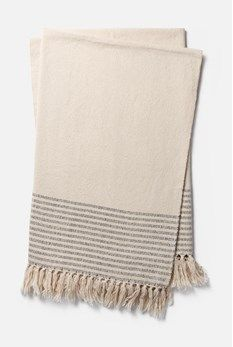 Magnolia Home by Joanna Gaines from Loloi Rugs Oaks Collection Striped Fringed Throw From the Oaks collection by Magnolia Home by Joanna Gaines from Loloi Rugs, this throw features: handcrafted design by skilled artisans stripe pattern knotted fringe trim Casa Magnolia, Magnolia Joanna Gaines, Magnolia Homes, Foyer Paint Colors, Popular Paint Colors, Faux Fur Throw, Autumn Fashion, Rugs