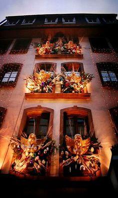 Christmas in Strasbourg, France (by maxivida)