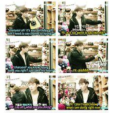 EXO SHOWTIME episode 3 when Lay is practicing giving a present to Chanyeol.in front of a mirror XD Exo Showtime, Xiuchen, Wu Yi Fan, Exo Ot12, Kim Minseok, Exo Memes, Exo K, Yixing, Park Chanyeol