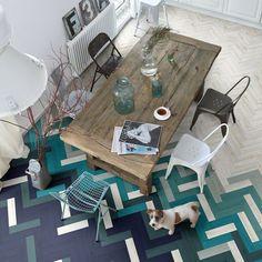 Carrelage imitation parquet : idéal pour composer un dégradé avec de la couleur au sol