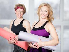Per curare e prevenire l'osteoporosi bisogna fare ginnastica. Sei esercizi facili illustrati e spiegati. Con i consigli medici su integratori, esami, cure