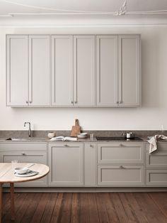 The Scandinavian Shaker Kitchen by Nordiska Kök (The Design Chaser) Nordic Kitchen, Scandinavian Kitchen, Kitchen Dining, Kitchen Cabinets, Scandinavian Design, Design Blog, Design Studio, Home Design, Home Interior