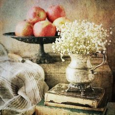 Apples Still Life . Mobile Photography, Photography Props, Most Beautiful Pictures, Cool Pictures, Still Life Photography, Antique Books, Instagram Images, Instagram Posts, Fine Art
