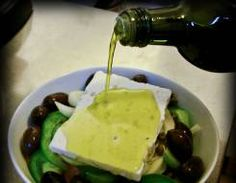 Read the traditional recipe for the real Greek salad, one of the healthiest, most refreshing and most summery plates on earth. Greek Salad Recipes, Kalamata Olives, Recipe Steps, Stuffed Green Peppers, No Cook Meals, Yummy Food, Delicious Meals, Feta, Great Recipes