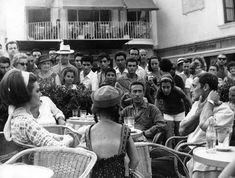 Philippe Leroy, Sylva Koscina e Ubaldo Lay seduti in Piazzetta, anni '60