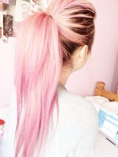 Pink on top of medium brown hair .... very pretty ♥♡♥♡