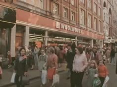 Woolworth's on Henry Street, Dublin. Old Pictures, Old Photos, Leigh On Sea, Images Of Ireland, Ireland Homes, Dublin Ireland, Northern Ireland, Childhood Memories, 1980s