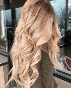 40 awesome balayage hair color ideas and shades for women 2020 29 Blonde Hair Shades, Blonde Hair Looks, Blonde Hair With Highlights, Brown Blonde Hair, Hair Color Balayage, Neutral Blonde Hair, Caramel Blonde Hair, Blonde Honey, Honey Balayage
