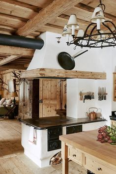 alpine lodge house tour Chalet Design, Chalet Style, Küchen Design, Interior Design, Alpine Chalet, Traditional Decor, Rustic Kitchen, Kitchen Ideas, Design Kitchen