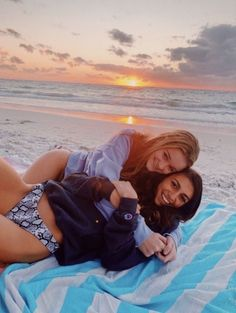 not my photos unless stated otherwise :) Best Friends Shoot, Best Friend Poses, Cute Friends, Beach Best Friends, Friend Beach Poses, Cute Beach Pictures, Cute Friend Pictures, Sister Beach Pictures, Beach Picture Poses