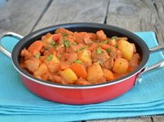 Tocăniță de soia cu cartofi, ceapă și sos de roșii – rețeta de post Wiener Schnitzel, Veg Recipes, Bologna, Sweet Potato, Curry, Food And Drink, Potatoes, Vegetables, Ethnic Recipes