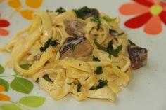 PASTE CU HRIBI SI SMANTANA Paste, Spaghetti, Ethnic Recipes, Food, Eten, Meals, Noodle, Diet