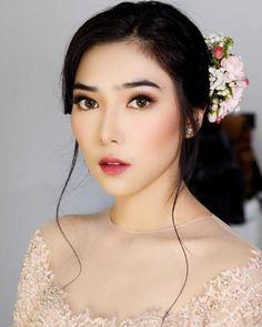 Get Free Cosmetic Products! Asian Wedding Makeup, Bridal Makeup Looks, Bride Makeup, Wedding Hair And Makeup, Girls Makeup, Natural Makeup Looks, Wedding Beauty, Wedding Nails, Wedding Hijab Styles