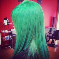 Color ELUMEN, verde que te quiero verde.  #tocados #peinados #estilo #estilismo #pelo #moda #tendencias #elumen #peluqueriagijon #gijon #asturias #hairstyle  #pelodecolores #fashion #trends #haircolor #cosplay