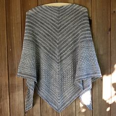 Ravelry: Machir Bay Shawl pattern by Asita Krebs Ravelry: Machir Bay Schal Muster von Asita Krebs Poncho Knitting Patterns, Shawl Patterns, Easy Knitting, Crochet Patterns, Knitted Shawls, Crochet Scarves, Knit Or Crochet, Crochet Shawl, Easy Yarn Crafts