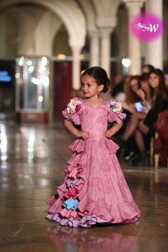 es - VIVA by We Love Flamenco 2018 - Antonio Serrano y Juana Chaves Spain Fashion, Fashion Now, Dance Fashion, Baby Girl Fashion, Kids Fashion, Kids Outfits Girls, Girl Outfits, Dance Dresses, Girls Dresses