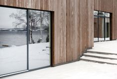 An hour north of Oslo, located on a majestic hill side facing the Norwegian woods and Mjøsa lake, lies the Gjøvik house; a modern and minimal cluster house created by Norm Architects. Oslo, Cluster House, Norwegian House, Wooden Facade, Built In Furniture, Hygge Home, Minimal Home, Residential Architecture, Wood Architecture