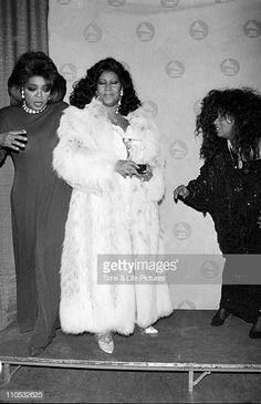 Oprah Winfrey, Aretha Franklin & Chaka Khan on the red carpet. Black Celebrities, Celebs, Beautiful Black Women, Beautiful People, Vintage Black Glamour, Aretha Franklin, Dita Von Teese, Before Us, African American History
