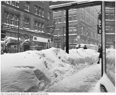 Unbelievable photos of snow in Toronto from 1896 to 1965 Toronto Ontario Canada, Toronto City, Old Pictures, Old Photos, Canadian Things, Canadian History, Vintage Photographs, Landscape Photos, Time Travel