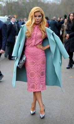 Paloma Faith Arrivals at the Burberry Prorsum Menswear Autumn/Winter 2014 runway show at Kensington Gardens in London on January Paloma Faith, Ice Dresses, Lace Midi Dress, Catwalks, Winter Fashion Outfits, Dress To Impress, Casual, Vintage Fashion, Street Style
