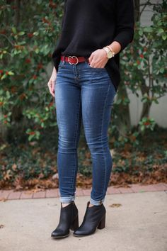 How to wear ankle boots with skinny jeans is one of my most-asked questions this time of year. And depending on the length of your jeans, that likely requires some sort of cuff. Outfit Jeans, Bootfahren Outfit, Jean Jacket Outfits, Outfits With Boots, Women's Jeans, Dress With Boots, Dress Shoes, Winter Skinny Jeans Outfits, Casual Fall Outfits