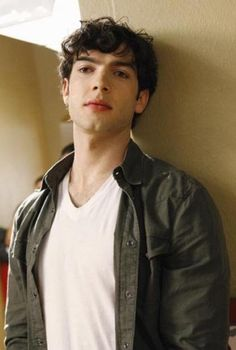 Ethan Peck, grandson of actor Gregory Peck.