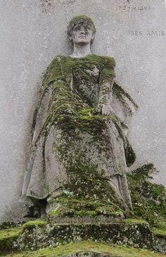 Statuaire du cimetière du père Lachaise, Paris