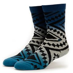 Keep your feet happy with the comfort and style of the Stance Taos Remix Blue Ombre crew socks for girls.
