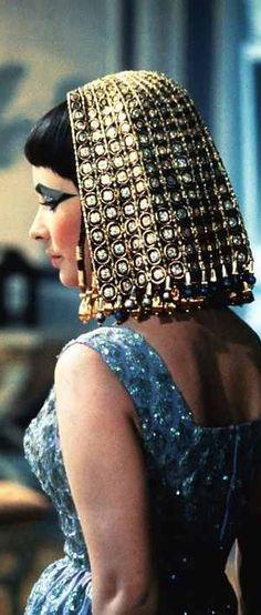 Elizabeth Taylor in period accurate ancient Egyptian costume. 'Cleopatra' (1963) Costume Designer: Reniè