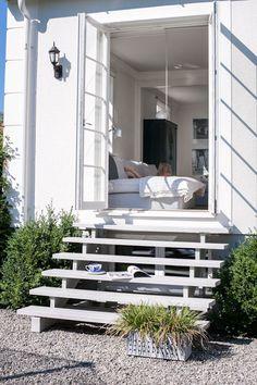 Utgång från kontoret till frukostaltanen?  Discover the House of Philia   NordicDesign