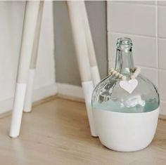 Ideas que mejoran tu vida Diy Crafts Hacks, Jar Crafts, Diy And Crafts, Altered Bottles, Antique Bottles, Vintage Bottles, Diy Bottle, Bottle Art, Wine Bottle Centerpieces
