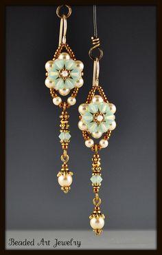 Perlen Beadwork Beadwoven Kristall Blume von beadedartjewelry