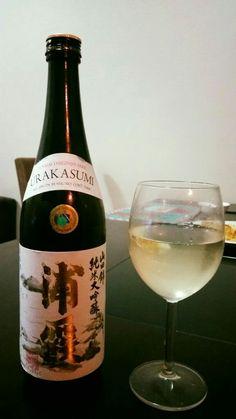 Yamadanishiki Urakasumi Junmai Daiginjo.  Enjoying Saturday night sake~ Light fruity aroma, coming in smooth, dry middle with a firey taste accompany by a sharp dry clean aftertaste.