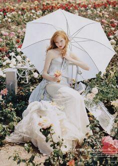 """Lily Cole in Rochas ritratta da Tim Walker per British Vogue Dicembre 2004 nel servizio """"The Vogue Pantomime"""""""