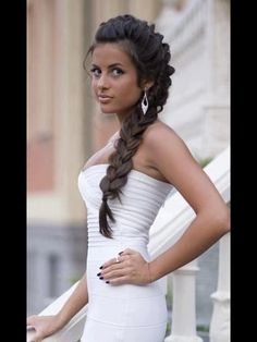 Wanna try this look someday. Braid is never out of fashion.