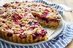 Direkt zum Rezept Dieses Rezept für einen Streuselkuchen mit Beeren ist die perfekte Lösung, wenn Ihr einen Kuchen zum Frühstück genießen wollt. Ihr bekommt damit nicht nur einen leckeren Streuselk…