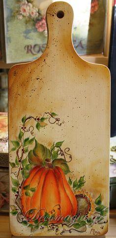 Tabla de madera pintada a mano con un hermoso detalle country