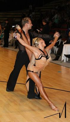I think she is the Queen of Latin dance ballroom Ballroom Dancing, Ballroom Dress, Dance Costumes, Salsa Costumes, Bachata Dance, Salsa Dress, Dance Hairstyles, Latin Dance Dresses, Professional Dancers