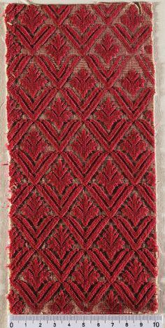 Beautifully textured velvet, Italian - Venice, Genoa or Florence, 1590-1600 | FAR - Catalogo Museo del Tessuto