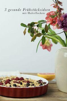 Rezepte: Gesunde Frühstücksideen mit Haferflocken. Porridge ist der Allrounder am Küchentisch. Deswegen haben wir gleich drei Rezepte für euch vorbereitet. Ein Baked Oatmeal - ein Haferflockenauflauf - mit frischen Beeren, ein cremiges Porridge mit Mandel Snacks, Panama, Pudding, Clean Eating, To Go, Noah, Desserts, Baby, Fitness