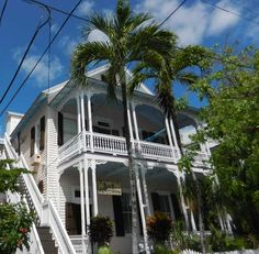 It's possible to go to Key West on a budget. Here are frugal tips on lodging, interesting budget restaurants and free places to go for Key West on the cheap. Key West Florida, Florida Keys, Florida Beaches, Fl Keys, Vacation Destinations, Dream Vacations, Vacation Trips, Vacation Ideas, Tropical Vacations