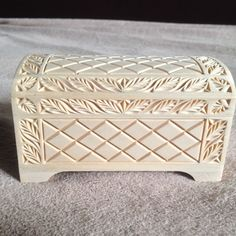 E-mail - hugo geerts - Outlook Wood Carving Designs, Wood Carving Patterns, Wooden Jewelry Boxes, Wooden Boxes, Carved Wood Wall Art, Chip Carving, Cnc Wood, Woodworking Box, Wooden Chest