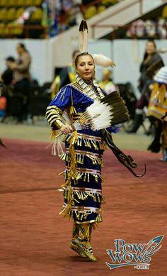 Beautiful Native American Dress, Native American Children, Native American Images, Native American Regalia, Native American Beauty, American Spirit, Native American History, American Art, Jingle Dress Dancer