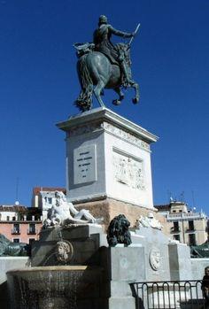 Monumento de la Estatua ecuestre de Felipe IV en la Plaza de Oriente de Madrid - España