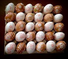 Christmas Cake Designs, Egg Shell Art, Easter Projects, Egg Art, Egg Shells, Easter Wreaths, Easter Recipes, Bottle Crafts, Holidays And Events