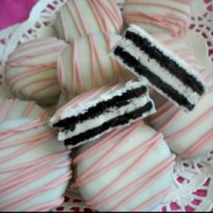 A great idea for baby showers. Just dip double-stuffed oreo cookies or Glutino gluten free chocolate sandwich cookies in white chocolate, then drizzle icing across the top -- could do any color to match the baby shower theme.or any party theme. White Chocolate Covered Oreos, White Chocolate Frosting, Pink Chocolate, Dipped Oreos, Chocolate Snacks, Chocolate Blanco, Chocolate Cookies, Melting Chocolate, Finger Foods