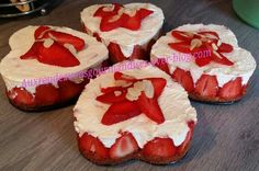 Tiramisu façon fraisier au Companion Tiramisu, Sweet Recipes, Muffin, Yummy Food, Sweets, Cooking, Breakfast, Desserts, Blog