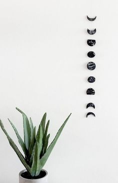 DIY Room Decor Ideas in Black and White - DIY Marble Moon Phase Wall Hanging - C . DIY Room Decor Ideas in Black and White - DIY Marble Moonphase Wall Hanging - Creative Home Decor and Interior Supplies - Cheap and Easy Projects and . Easy Home Decor, Handmade Home Decor, Cheap Home Decor, Easy Wall Decor, Diy Home Decor For Teens, Diy Wanddekorationen, Diy Crafts, Fabric Crafts, Diy Projects Apartment