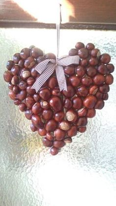decoratiuni din ghinde si castane Acord and chestnut crafts 2 Autumn Crafts, Nature Crafts, Christmas Crafts, Christmas Decorations, Christmas Ornaments, Conkers Craft, Diy For Kids, Crafts For Kids, Craft Projects