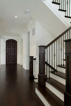 Home Renovation Flooring 2018 home decor trends - dark hardwood flooring - 2019 Interior decorating styles - 19 stylish and growing trends for your home. Practical home decor advice that will last for years to come. Farmhouse Homes, Rustic Farmhouse, Trends 2018, Latest Trends, Plank, Decor Scandinavian, Sombre, Diy Décoration, Semarang